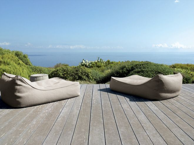 Awesome outdoor seating. I can smell that country fresh air already. rustic deck by escale design