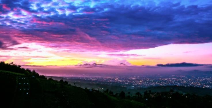 Bukit Moko, tempatnya melihat #Bandung 180 derajat. Artikel terbaru kami. (Moko Valley, a place where you get to see Bandung from 180 degree view. Our latest article)