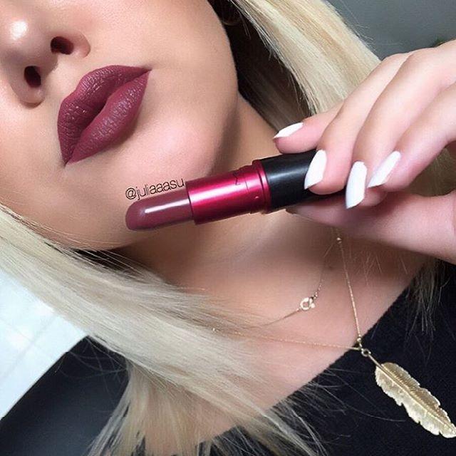 #VIVAGLAM III - فيفا قلام رقمها ٣ ❤️➡️ Did you get your #EID makeup? Here are some of my #ESSENTIAL products☝🏽️❤️ شريتوا مكياج العيد؟ بنزل لكم الأساسيات الي لازم تكون عند كل  بنت ❤️ via @juliaaasu #maccosmetics #snapchat #macjunkies #glow #love #makeup #guru #girl #anasatasiabeverlyhills #pretty #lipstick #brows #shadow #look #awesome #beautiful #beautyblogger #makeupvideos