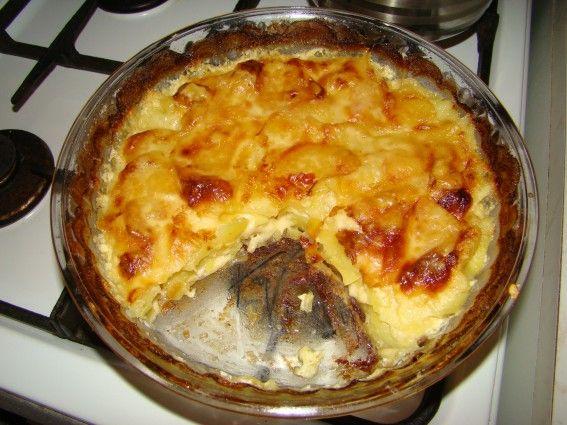 Zapečené brambory s česnekem a sýrem