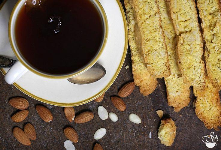 """Рецепт этих бискотти я нашла в книге Дори Гринспен (Dorie Greenspan) - """"Baking From My Home to Yours"""". Это наверное одна из самых известных книг автора. А рецептом с Дори поделился хозяин Нью-Йоркского ресторана Lenox. Отсюда и название бискотти. * В рецепте используется кукурузная мука…"""
