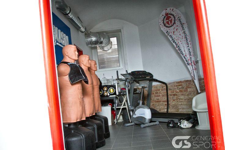 Interiér oblíbené posilovny Spartan Gym v centru Prahy