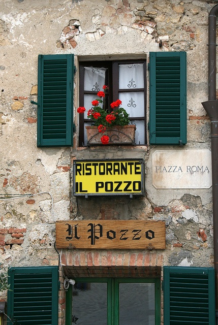 Il Pozzo - Monteriggioni, Tuscany. We had the most lovely Easter Lunch there yesterday with my BF family. <3