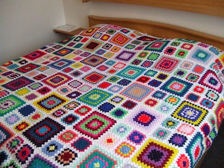 My world of crochet: Multicolor Granny Square Bedspread is finished!!! #crochet