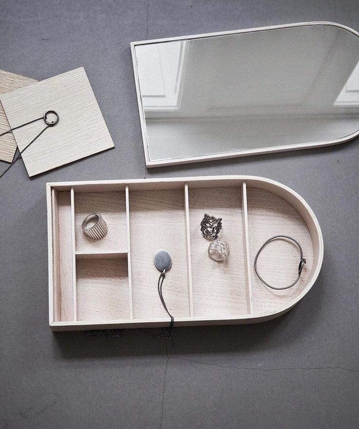 ort your stuff just the way you like it in the small portions of the box and use the built-in-mirror when you're putting on make-up or jewellery - or when you want to check your hair during the day. | huntingforgeorge.com