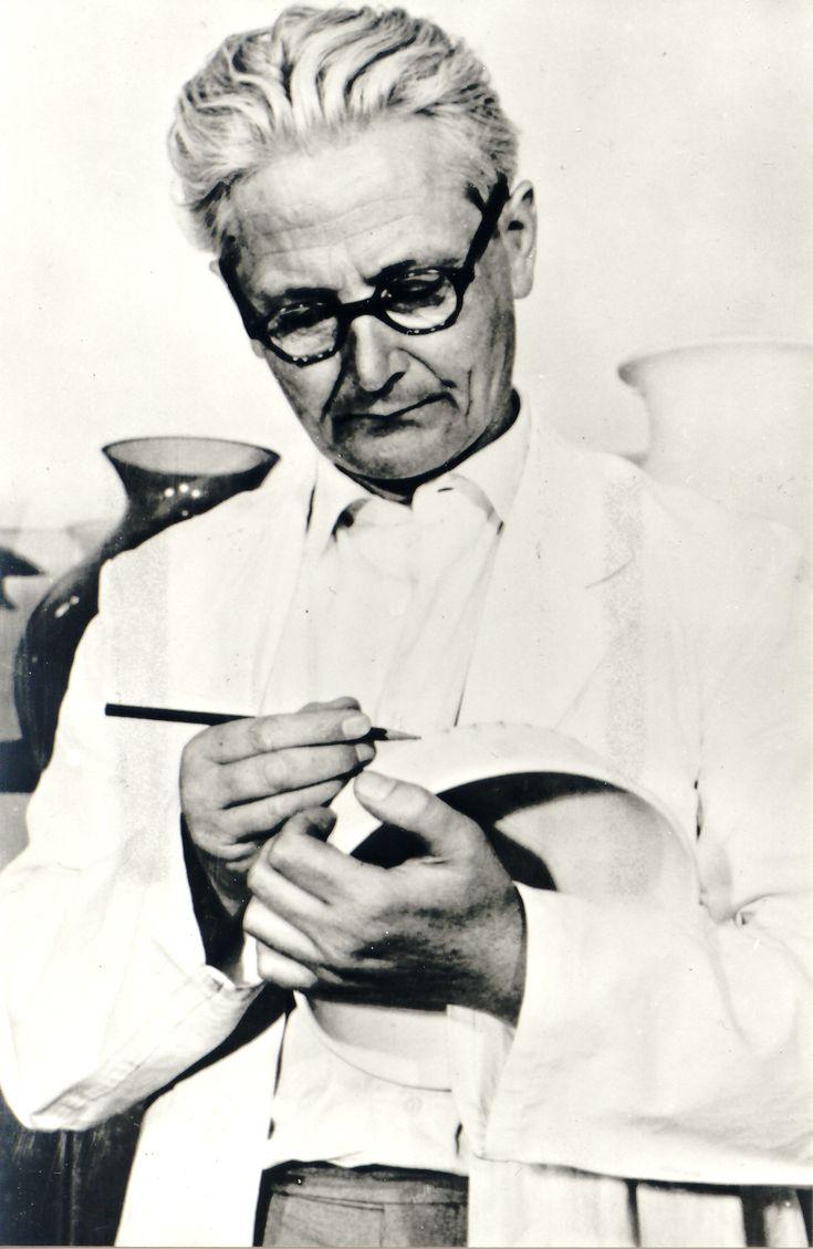 Wilhelm Wagenfeld (1900-1990), disciple of the #Bauhaus, designed the Wagenfeld Lampe in 1924. He designed Glass and Metal works for Jenaer Glasswerk Schott & Gen., Braun GmbH, WMF.