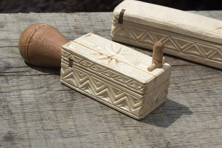Chip carved box for a small spoon gouge green woodwork