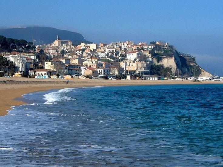 Offerte Hotel incluso nel prezzo  il piano spiaggia presso balneari della Riviera del Conero  http://www.loretohotel.it/hsg/it/promo_pacchetti-mare.php