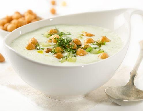 Rezept für Buttermilch-Suppe-mit-Backerbsen-und-Dille