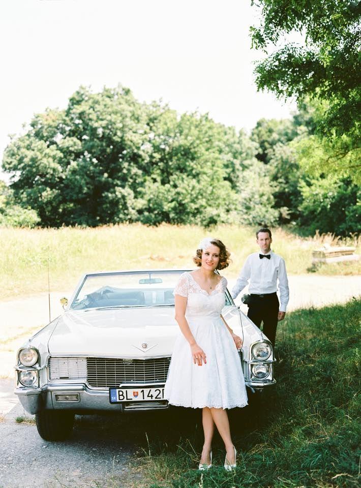 Rajongunk Blankáék vintage hangulatú esküvői fotóiért. :) Ezt a hangulatot kétségkívül Blanka menyasszonyi ruhája koronázza meg, mely V-kivágású elöl és hátul is, illetve teljes egészében fehér csipkével borított. Ha Neked is vintage menyasszonyi ruha az álmod, mi segítünk megvalósítani :) Tel.06703701536 e-mail: info@miabellahung... esküvő, wedding, retro, vintage, vintagewedding, menyasszony, menyasszonyi ruha, esküvői ruha, csipke, lace