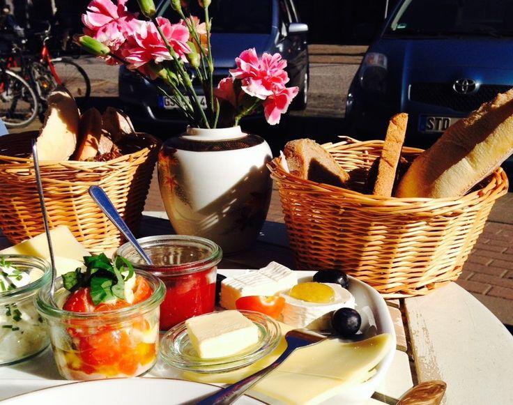 Brunch cafés in Hamburg: Die 11 besten Cafés und Orte in Hamburg um frühstücken zu gehen - Preise, Auswahl und ob du überhaupt einen Platz bekommst, verraten wir dir hier.