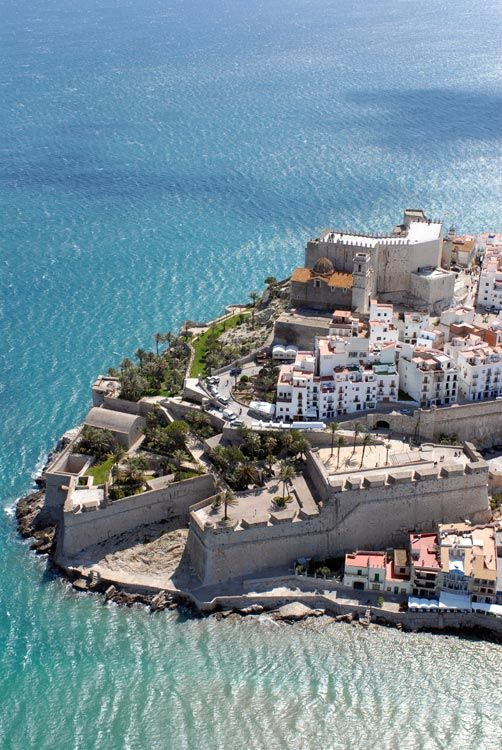 Peñíscola, la villa marinera en la que Santi Millán triunfa como chef…