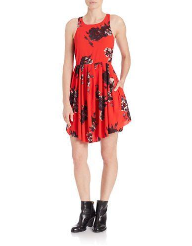 <ul> <li>A flouncy skater silhouette blooms in painterly florals</li> <li>Crewneck</li> <li>Sleeveless</li> <li>Side on-seam pockets</li> <li>Back keyhole button</li> <li>Lined</li> <li>Polyester/spandex</li> <li>Machine wash</li> <li>Imported</li> </ul>