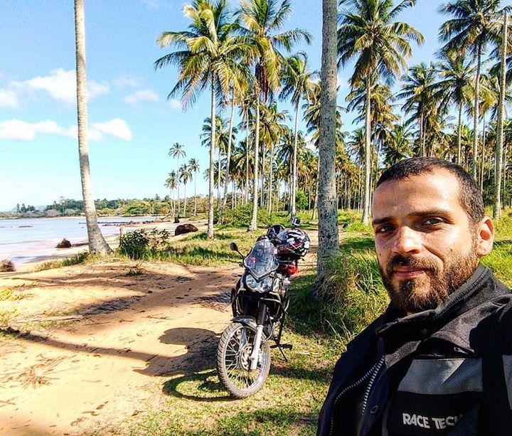#palmtrees #naoebahiaainda #lost #hole . #viagem #trip #travel #aventura #profissaoaventura #mochileiros #mochilao #moto #motorcycle #yamaha #motorbike #trail #offroad #tenere #motoemochilabrasil #wanderlust #landscape #camping #roadtrip #couchsurfing #repostmochileiros #praia #beach