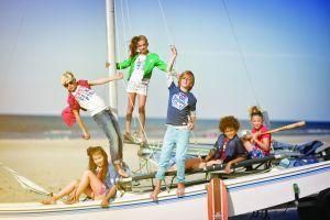 De zomer komt eraan! Tijd voor korte broeken en gave shirts. Bij ons is de zomercollectie kinderkleding met 30% afgeprijsd! Kijk snel op www.sammikids-kinderkleding.nl en boven de € 25 rekenen wij geen verzendkosten!