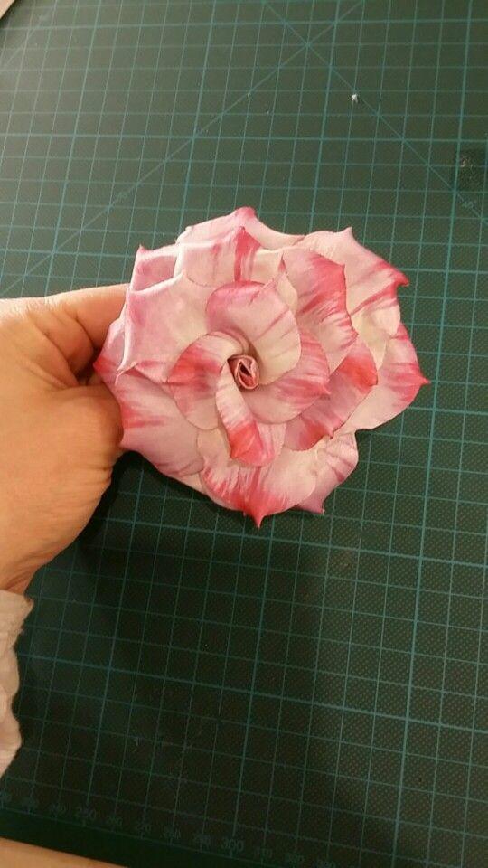 Rosellina eseguita con la tecnica di forme tessili 3d