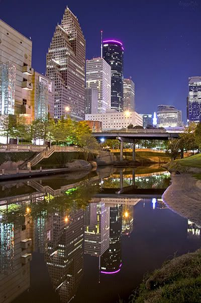 Reflexos das luzes noturnas de Houston, Texas, USA.