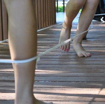 Jouer à l'élastique : règles et jeux