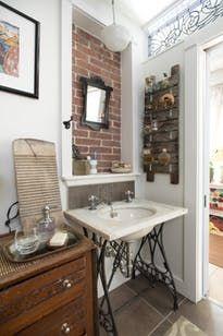 Экскурсия по дому: красочный, переоборудованной мансарде в Concord | квартира терапия