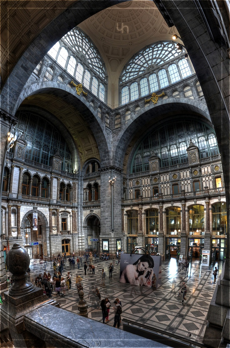 Antwerp Centraal Station, Waiting hall.