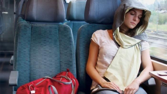 Sering Mual di kendaraan? 8 Kudapan Ini Akan Membantumu Tertidur Lelap Saat Perjalanan Traveling