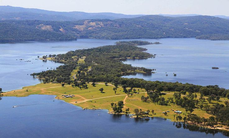 Settle in and enjoy the acres of space and rural scenery of this Inland Waters Holiday Park. There are plenty of accommodation choices from cabins to rustic campsites. Bring the marshmallows and toast them on an open fire under wide and starry skies.