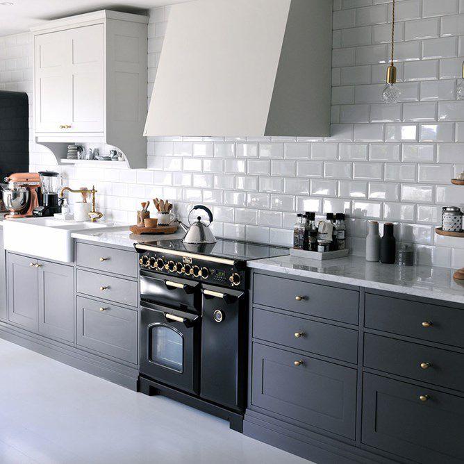 Lurer du på å flislegge kjøkkenet? Vi viser deg hvordan du enkelt kan gjøre det selv.