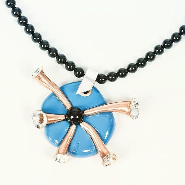 Blues necklace Andrea Tincu http://ift.tt/2FLeFwV #andreatincu #necklace #handmadejewelry #swarovski #lovejob #fashiondetails #contemporarydesign