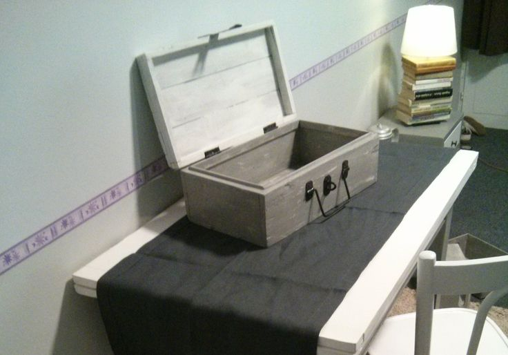 WWII soldier's travel-box repainted.