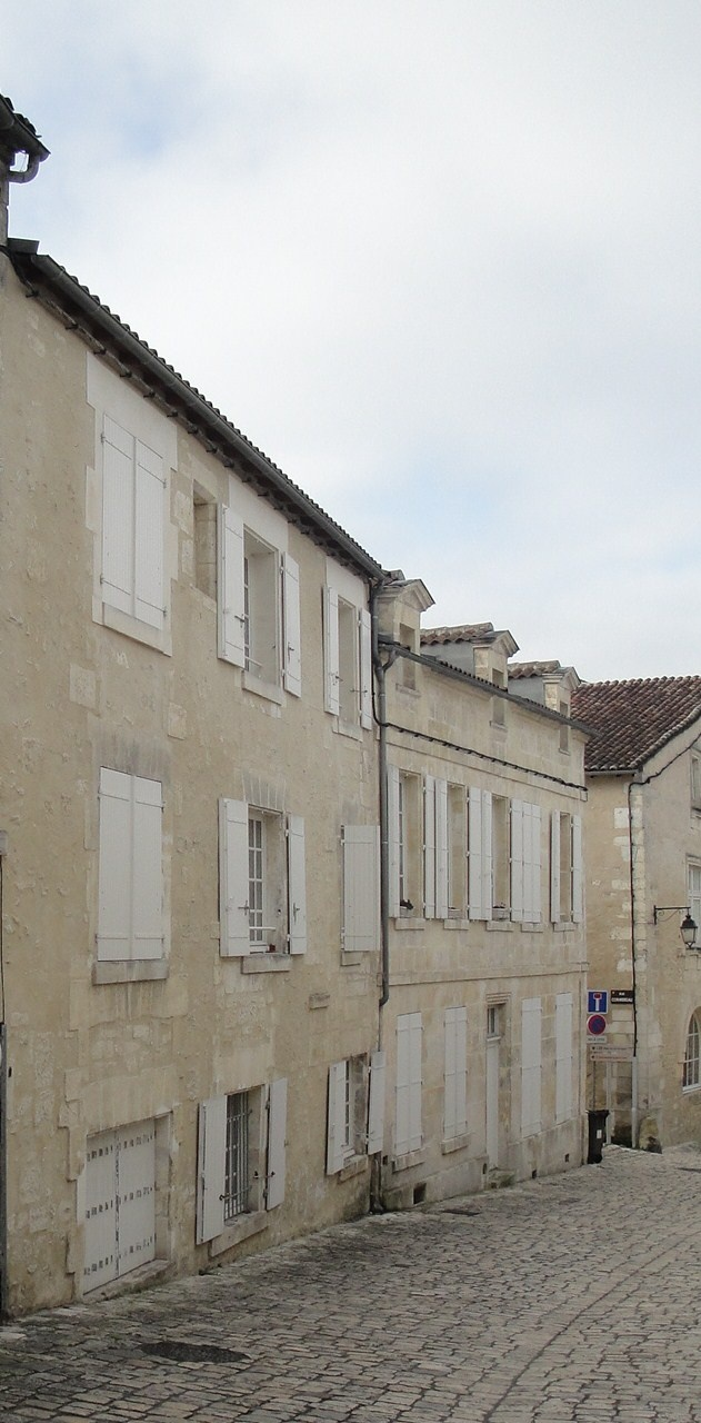 Shades of white - Cognac France