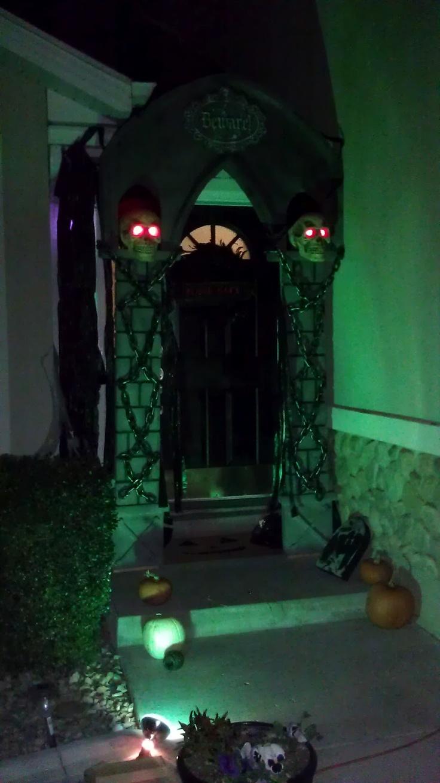 238 best This Is Halloween images on Pinterest Halloween - halloween house decoration ideas
