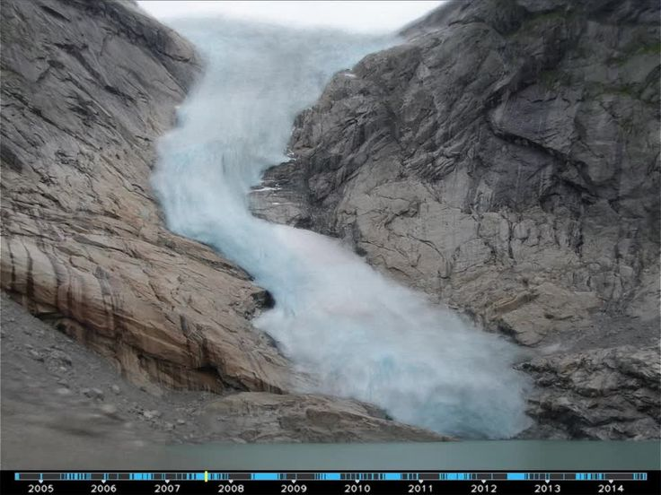 Time-Lapse Videos of Popular Tourist Sites Created by 'Mining' Pre-Existing Online Photographs