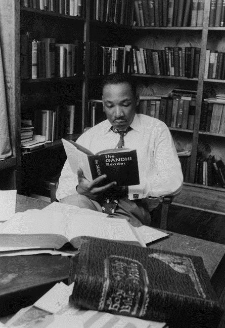 The Southern Humanist reminded me of this picture, that APR posted some time ago. But it is time to visit it again, I think. King reads.