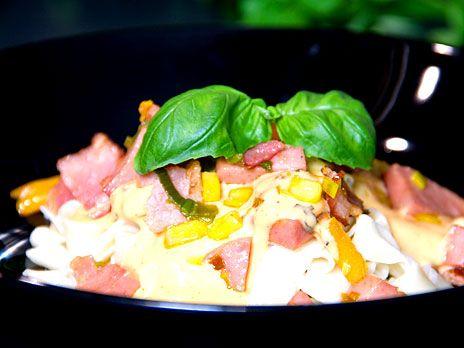 Tagliatelle med korv i en mustig gräddsås | Recept.nu