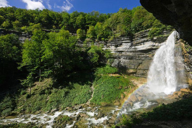 Vous cherchez un peu de fraîcheur cet été ? Pourquoi ne pas aller piquer une tête dans les eaux du Jura ? Découvrez les plus belles cascades de ce département riche de surprises.