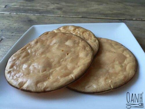 0.2khd per stuk   Rookkaas crackers  Verwarm de oven voor op 180c Plaats de rookkaas plakken op bakpapier Laat de kaas 25min in de oven liggen. Afkoelen en eten als tussendoortje of met iets erop.
