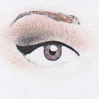 Bei hängenden Augen sollte man darauf achten, dass der Liner im letzten äußeren Drittel aufsteigt bzw. gerade verläuft, um die herabfallende Augenpartie optisch nach oben zu ziehen. Mareike...