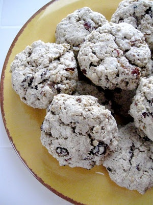 Date and Raisin Oat Biscuit Recipe (vegan) Use quinoa flour and flakes instead of oats