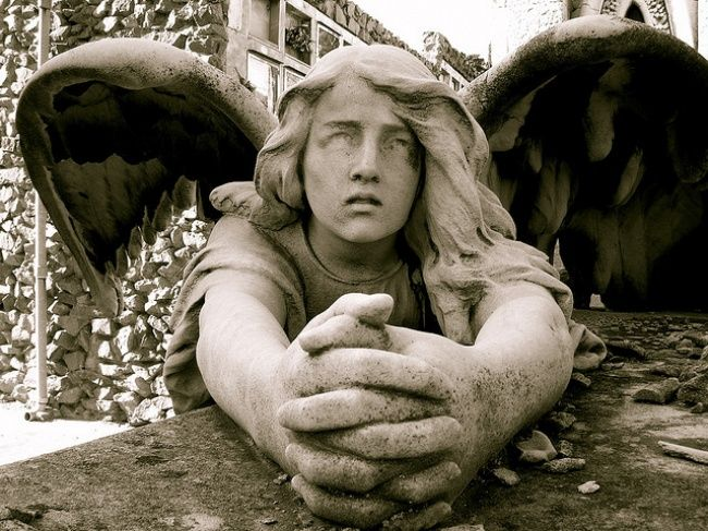 На старых европейских кладбищах есть скульптуры, которые очаруют вас и превратят в одну гигантскую мурашку.