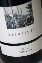 People with PASSION sell beautiful wines....  This red wine from Baden is such a PASSIONwine....  Read all about it on ....  http://www.wijngekken.nl/2014/03/09/ziereisen-spatburgunder-tschuppen-2010-baden-duitsland/