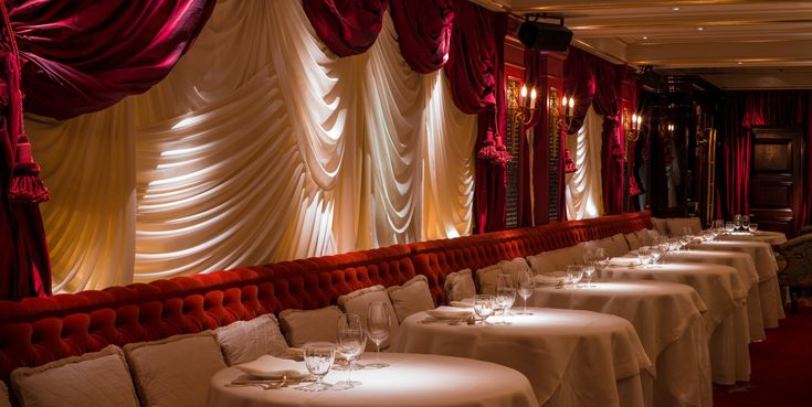 Alan Yau restaurant Jacques Garcia in Mayfair. Luxury Chinese fine-dining and dance. Lighting Design London.