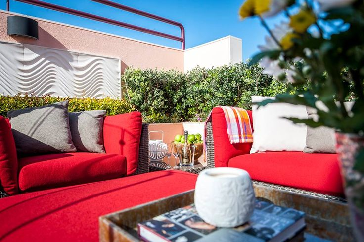 Imagine having a space this fabulously light and bright! And we love that red! All possible through
