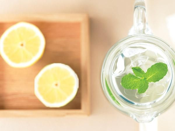 15 Ridiculously Tasty Summer Cocktails And Mocktails: Lemon-Mint Water http://www.prevention.com/food/healthy-recipes/ridiculously-tasty-summer-cocktails-and-mocktails?s=4&?cm_mmc=400-Calorie-_-1773966-_-07172014-_-15-tasty-summer-mocktails-cocktails-button