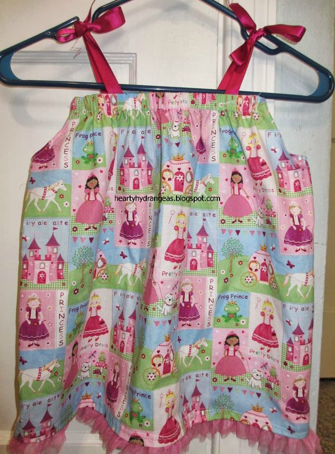 This pillowcase dress was hand sewn by me when Sweet was 9 months old. I didn\u0027t have a sewing machine then but was very eager to sew someth. & 23 best Toddler dress images on Pinterest | Toddler dress ... pillowsntoast.com
