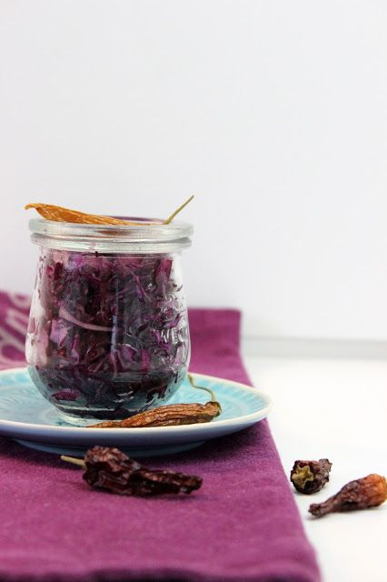 Sunday Lunch Recipe Starter vegan red cabbage salad spicy Rotkohlsalat http://www.kebohoming.blogspot.it