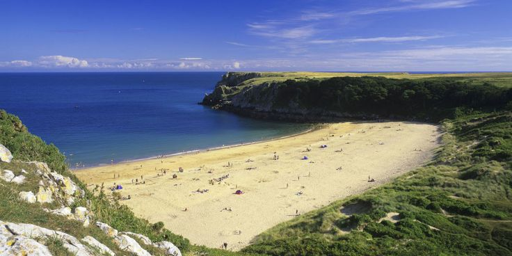 Beach with golden sand, Barafundle Bay in Pembrokeshire, Wales