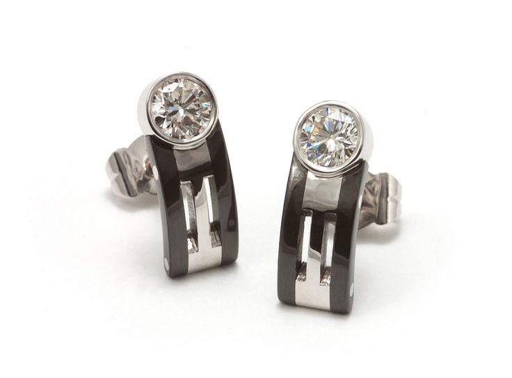 Oorsieraden, zwart zirconium, witgoud, diamant.