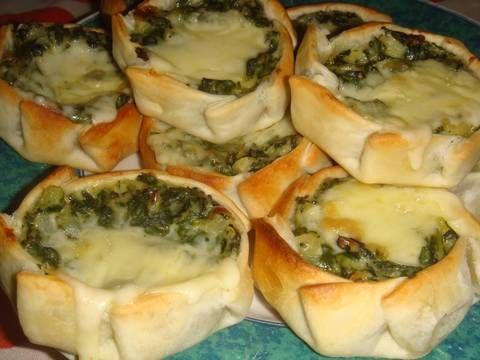 Fabulosa receta para Canastitas de acelga, salsa blanca y queso. Rápidas, nutritivas y riquísimas. Ideales para un almuerzo o cena ligero.
