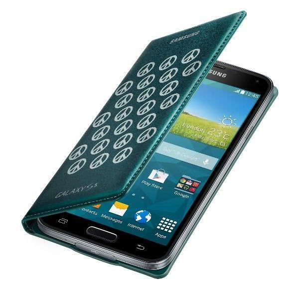 Etui typu notebook, wykonane z wysokiej jakości materiałów, przeznaczone do Samsung Galaxy S5. Przedni panel pomaga ochraniać wyświetlacz przed zarysowaniami i zabrudzeniami. Tylna klapka zastępuje standardową pokrywę baterii. Specjalnie stworzony otwór na głośnik, umożliwia rozmowę nawet wtedy, kiedy etui jest zamknięte. Również naładowanie urządzenia nie wymaga zdejmowania futerału