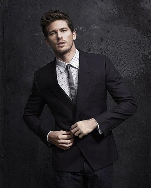 Фото красивая мужчина в костюме